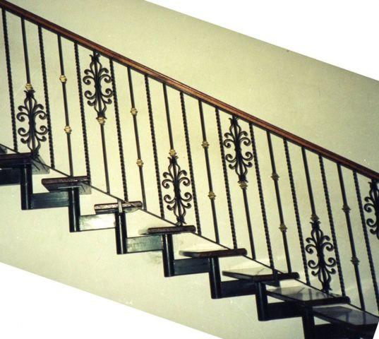 Escaleras herreria chavez for Escaleras de herreria